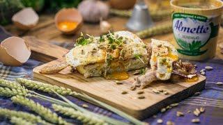 Завтрак для ковбоя: яйцо Бенедикт с жареным беконом