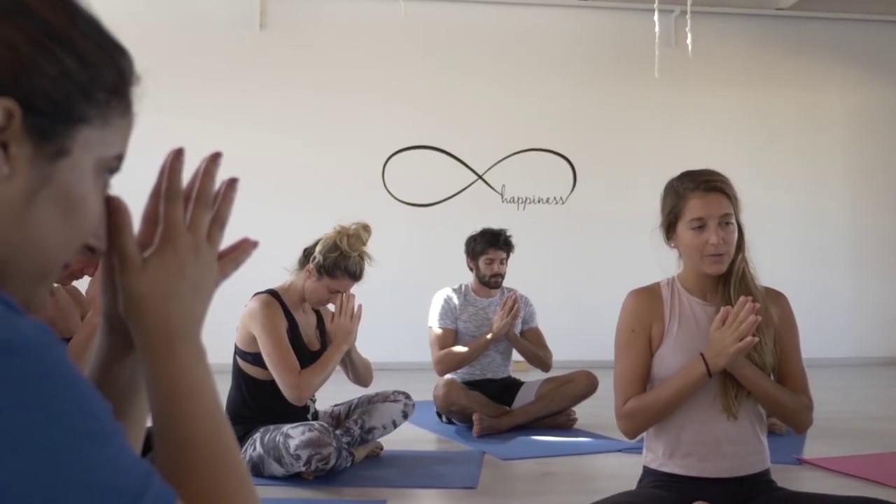Om Yoga studio à Dakhla - YouTube