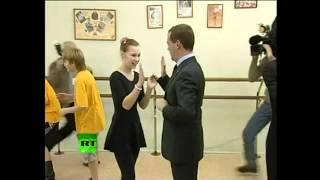 Медведев танцует и Жириновский . Кто я? Да ты!(https://vk.com/force_g Помощь проекту яндекс кошелек 410011664996299., 2012-06-08T07:16:26.000Z)