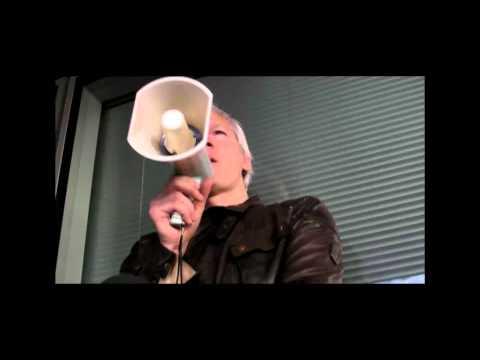Julian Assange Gets Mobbed & Gives a Speech at Occupy LSX