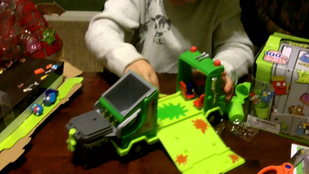 Trash Can Toys R Us : The trash pack garbage truck toy unboxing and review youtube