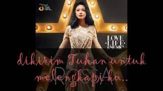 Rossa - Kamu Yang Ku Tunggu (feat. Afgan)with lyrics.