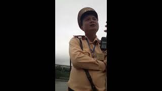 CSGT Hưng Yên, báo lỗi chở quá người, chủ xe xin biên bản,cuối cùng tổ trưởng ra nói chuyện tình cảm