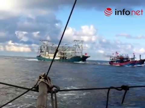 Chinese ship attacked and sank a Vietnamese fishing boat near Paracel Islands - 26th May, 2014