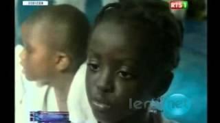 Leral.net:Cet fille ne ce laisse pas faire regardez !
