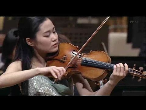 Sayaka Shoji plays Tchaikovsky : Violin Concerto in D major,