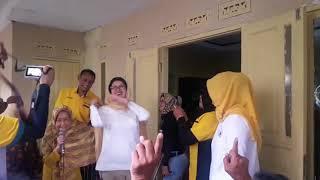 Nurul Arifin Nyanyi Lagu Dangdut dan Joget Bersama Warga di Sekelimus Bandung