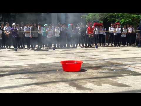 thí nghiệm chiếc thuyền máu(natri tác dụng với nước)
