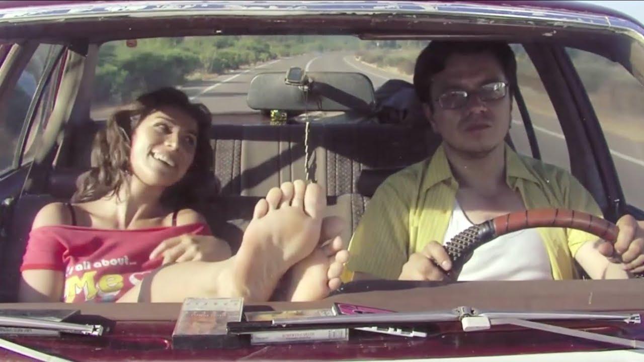 Loreto Aravena - Pies desnudos en el parabrisas del auto - YouTube