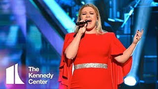 Kelly Clarkson honors Reba McEntire | 2018 Kennedy Center Honors