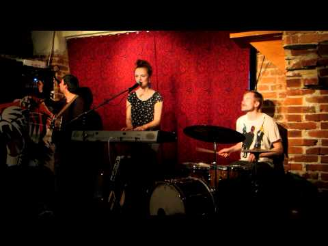 Eva & Manu - Hold On (live @ Bar Kuka 5.5.2012, Turku)