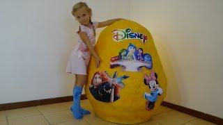 Николь открывает гигантское яйцо с сюрпризами Дисней !