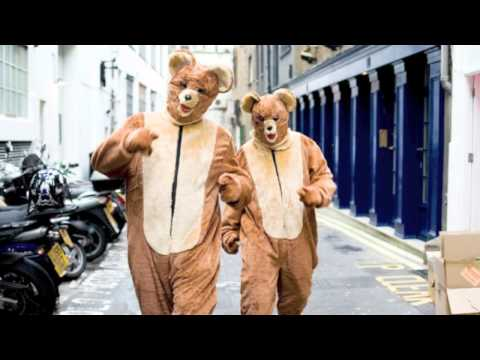 Junior Boys - Banana Ripple (2 Bears Remix)