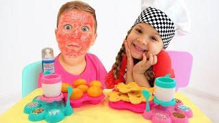 ダイアナ、調理用おもちゃでお料理ごっこ遊び!