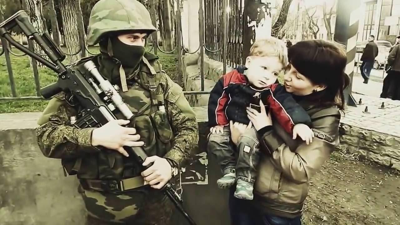 Вежливые люди. Крымчане встречают освободителей. Весна, 2014 г.