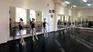 Урок классического танца 2 класс