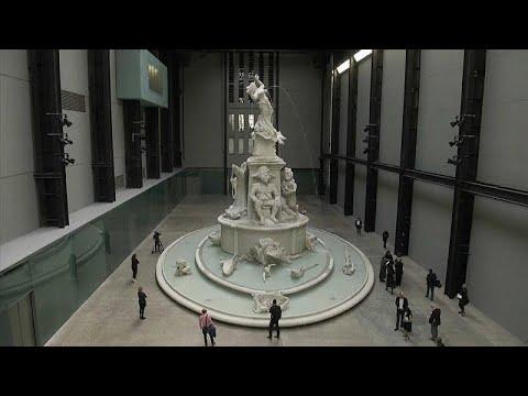 Tate Modern tem fonte com 13 metros