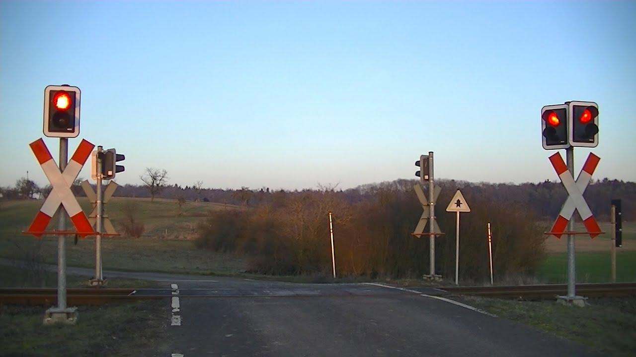 Spoorwegovergang Langsdorf (D) // Railroad crossing // Bahnübergang