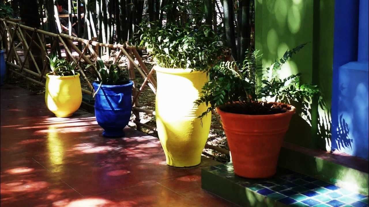 marrakech le jardin majorelle et le bleu majorelle youtube. Black Bedroom Furniture Sets. Home Design Ideas