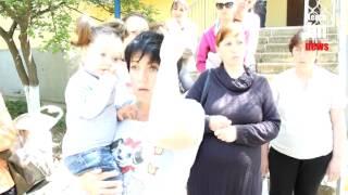 В Керчи мамы стоят в очереди за пособием за май
