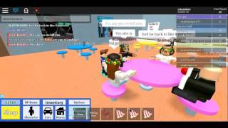 Playing with friends and a CREEP COMES/Roblox high school/ROBLOX