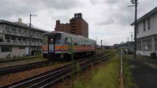 キハ120姫新線新見行津山駅発車