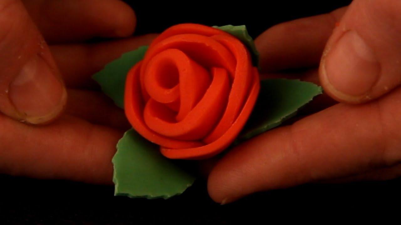 Maak eenvoudig een roosje van fondant youtube for Maak een kledingkast