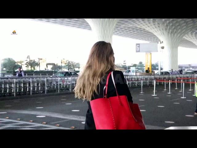 Lulia Vantur Spotted At Airport