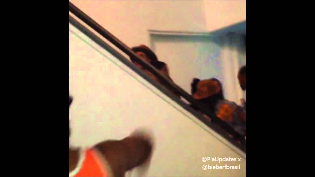 Justin Bieber at the Chris Brown and Pia Mia\'s VMA pre party - YouTube