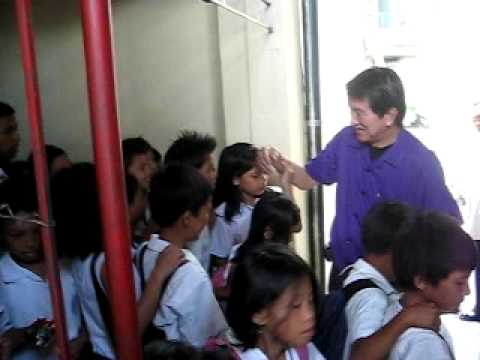 Roilo Golez visits San Antonio Elementary School, is warmly received