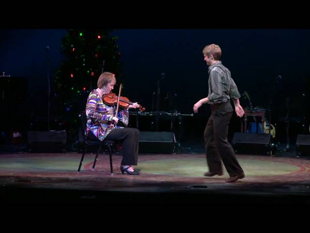 Liz Carroll & Nic Gareiss, Fiddle and Dance, Celtic Christmas Sojourn 2009 [HD]