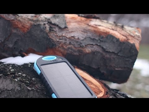 Charge your phone with the sun! - Innoo Tech Portable Solar Charger Test & Review