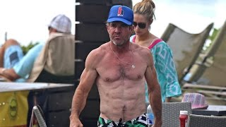Dennis Quaid Shows Off Insanely Ripped Body at 61