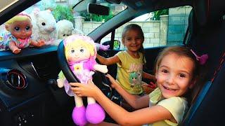 Папа и девочки собрались в путешествие в парк аттракционов для детей