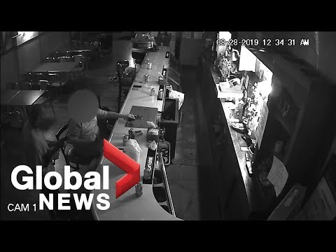 Bar patron shrugs off gunman, lights up cigarette during arm