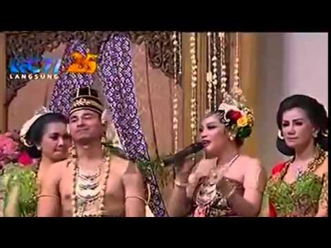 Nagita Slavina   Realita Cinta @ Resepsi Rernikahan Raffi Ahmad dan Nagita 19 Oktober 2014