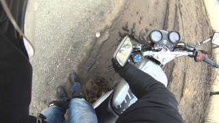 Мотоциклист подскользнулся