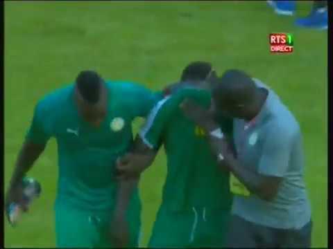 sadio mané en larmes aprés la victoire du senegal face a la guinée equatoriale
