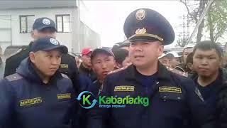 В Бишкеке милиционеров заставляли извиниться за применение оружия