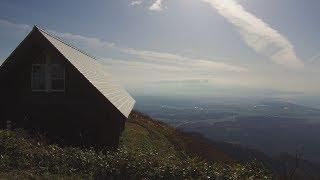 上越市と柏崎市にまたがる霊峰米山。上越市側の下牧登山ルートで山頂を...