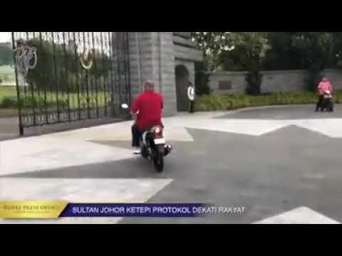 Sultan Johor keluar dari istana naik motor untuk jumpa rakyat