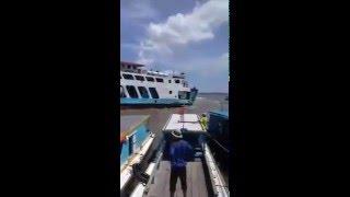 Video Detik-detik Kapal Fery Menabrak Dermaga Speedboat Penajam