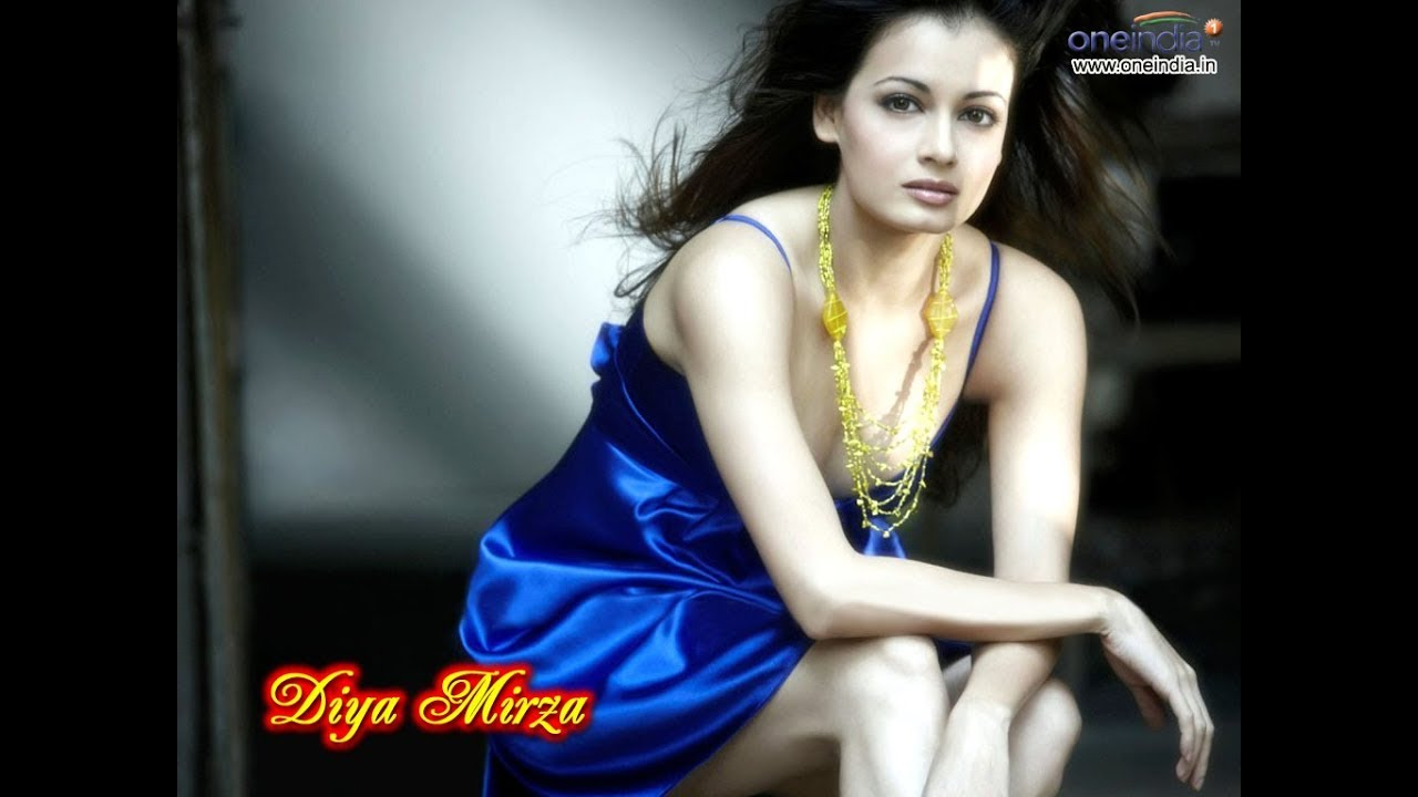 Download Dia Mirza Hot Cleavage Video Don't Miss It