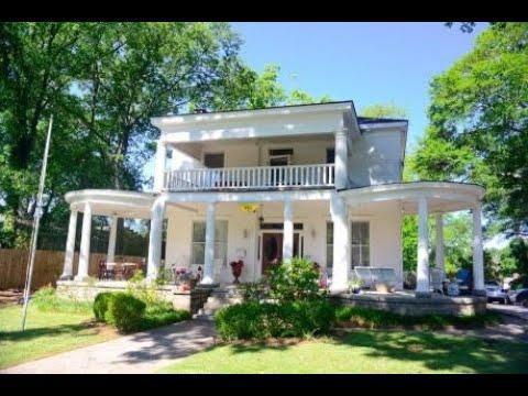 Four favorite porches on beautiful Atlanta homes
