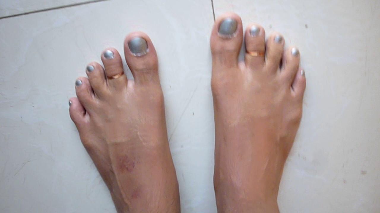 Guys feet with silver nail polish - YouTube