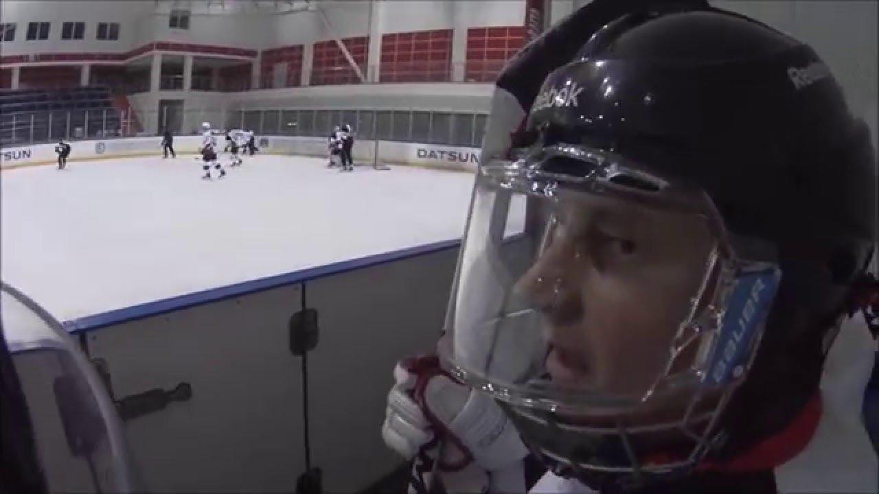 Любительский хоккей, игрок сломал ногу. Amateur Hockey, broke a leg.