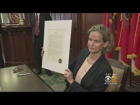 Nassau County Executive Signs Order Aimed At Fixing How Contracts Are Rewarded