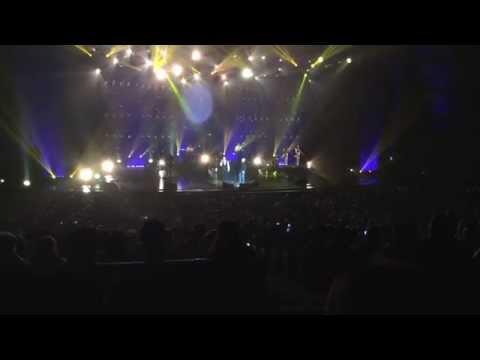 Tony Carreira - Madame en live au Palais des congrès le 18/10/14