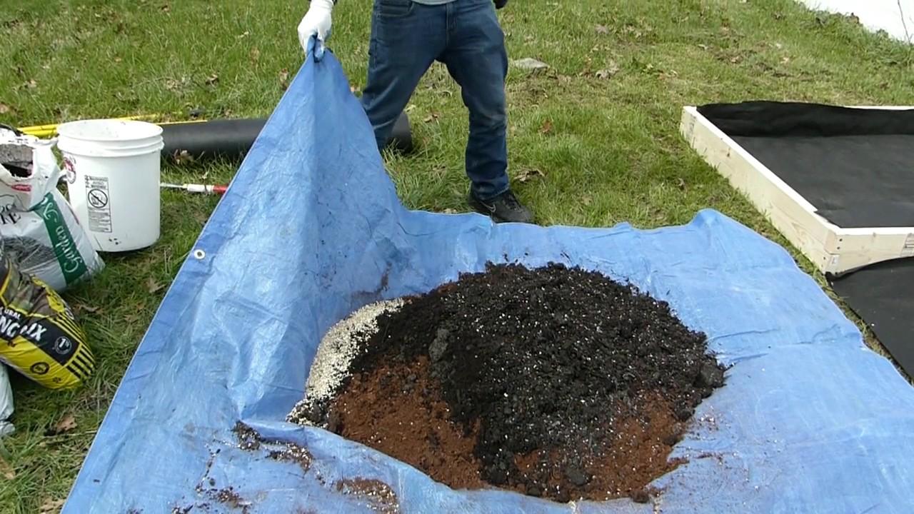 Square Foot Gardening   Making Melu0027s Mix