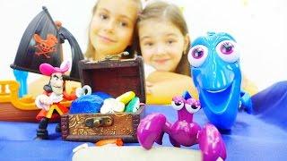 Видео для детей с игрушками. Рыбка Дори и затонувшее сокровище
